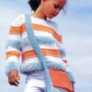 stripete genser og veske