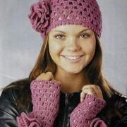 lilac geblühten Hut und fingerlose Handschuhe