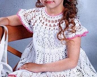 Weiße Crosetata Kleid