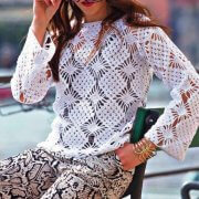 Crocheted sweater with long sleeve